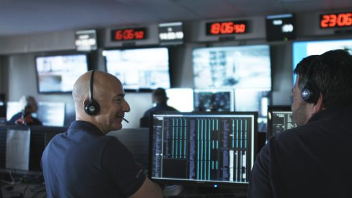 Jeff Bezos in BO's Mission Control Center - Photo: Blue Origin