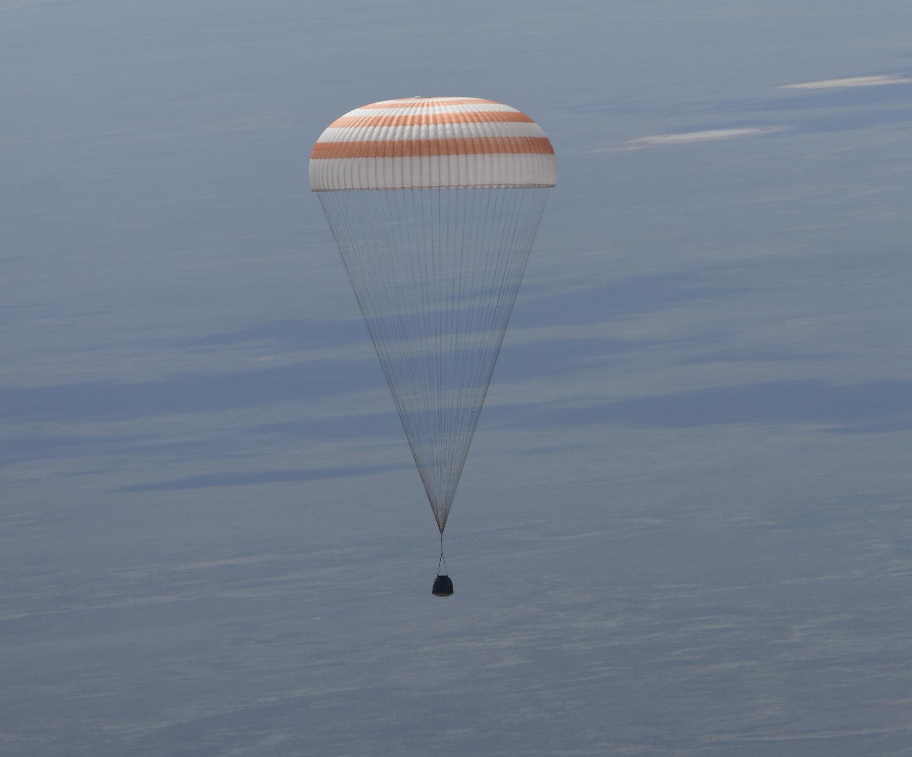 Landing_of_the_Soyuz_TMA-19M_spacecraft2