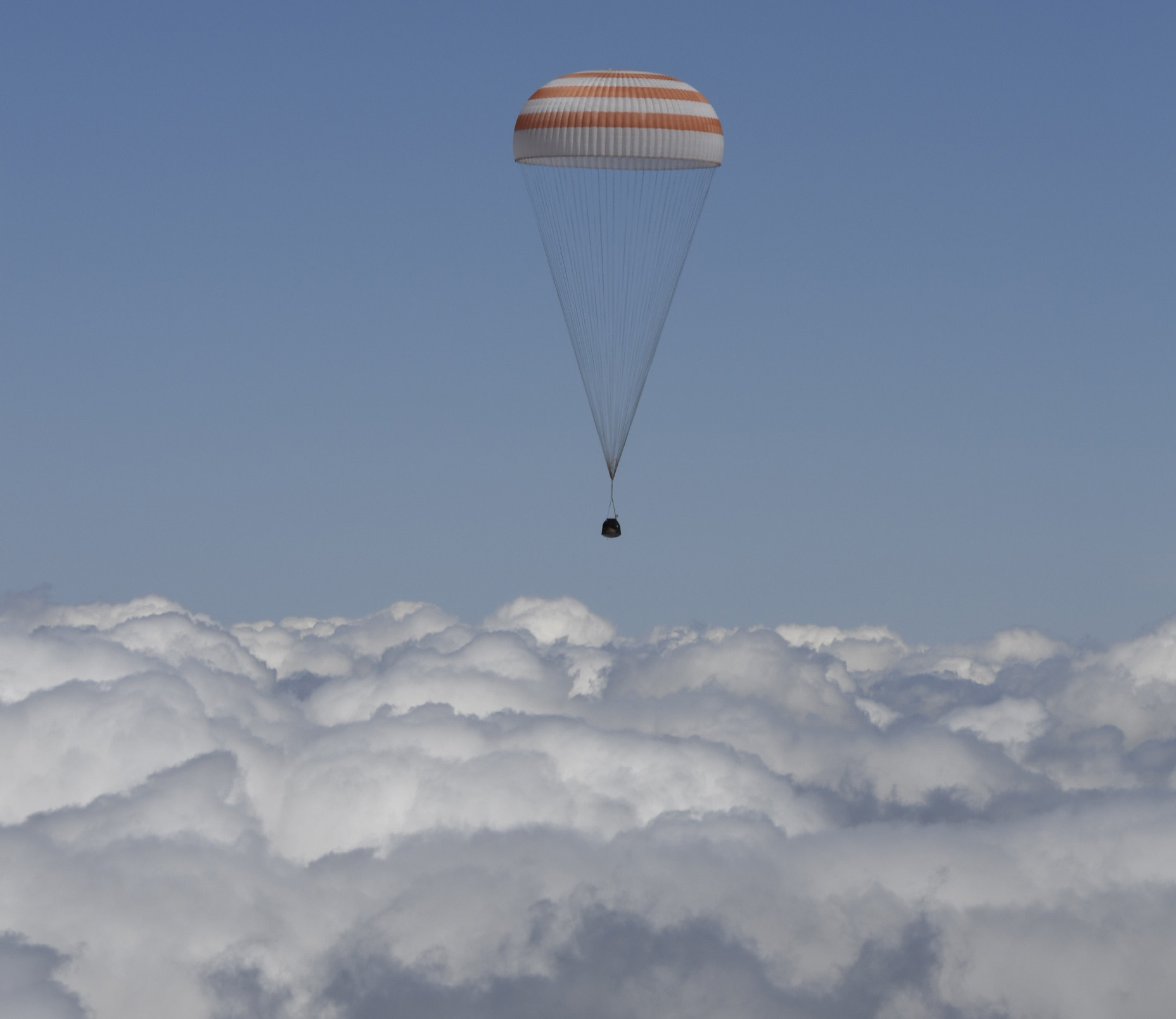 Landing_of_the_Soyuz_TMA-19M_spacecraft9