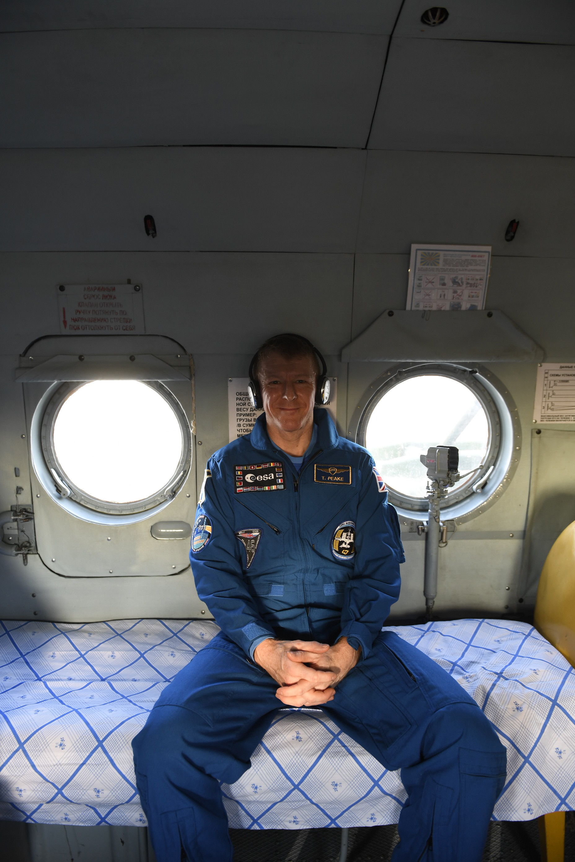 Tim_Peake_in_a_recovery_helicopter_shortly_after_landing16
