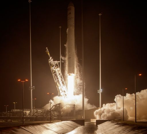 Antares 230 takes flight with Cygnus OA-5 - Photo: NASA/Bill Ingalls