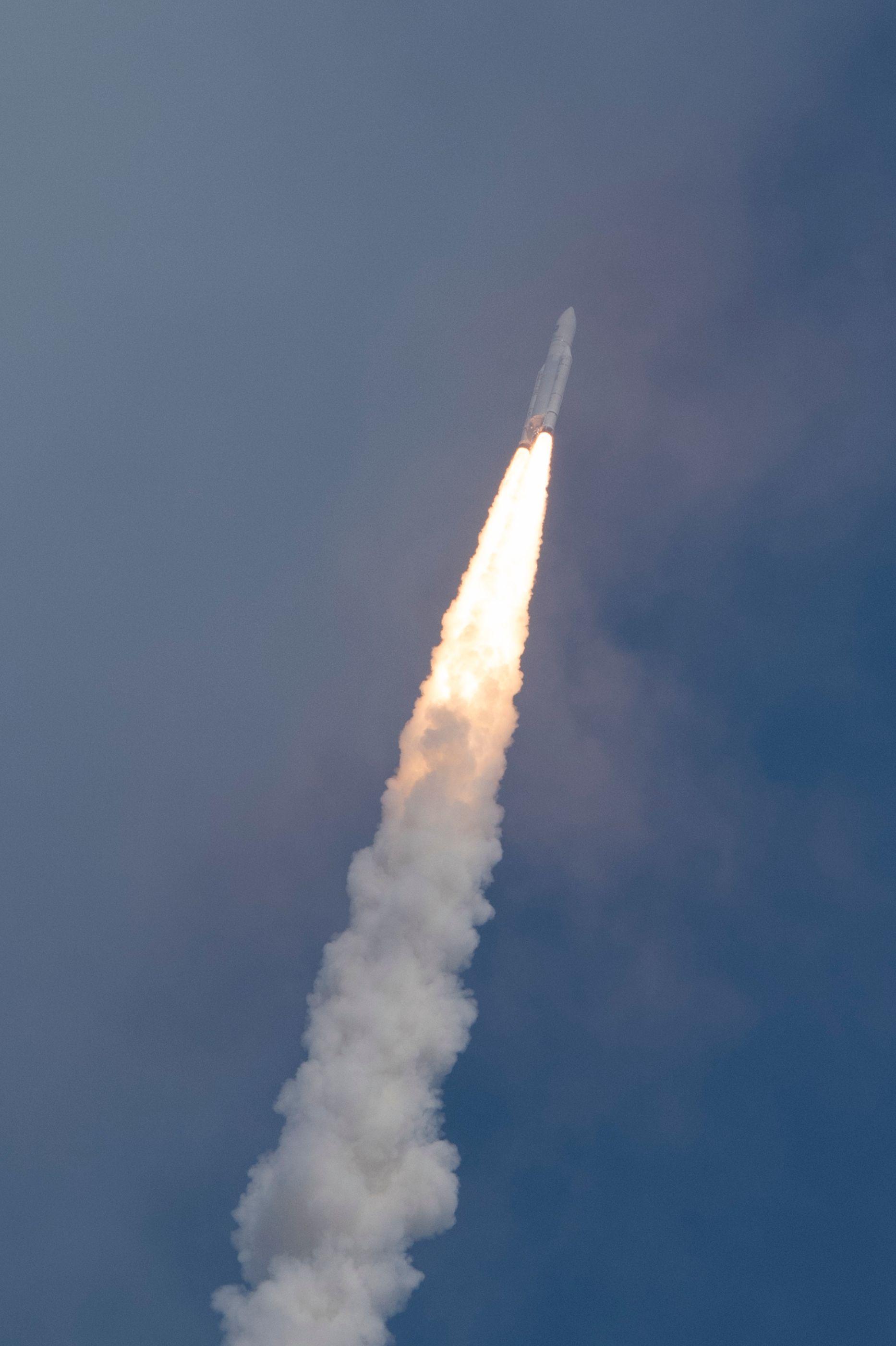 ariane_5_liftoff_on_flight_va233-1