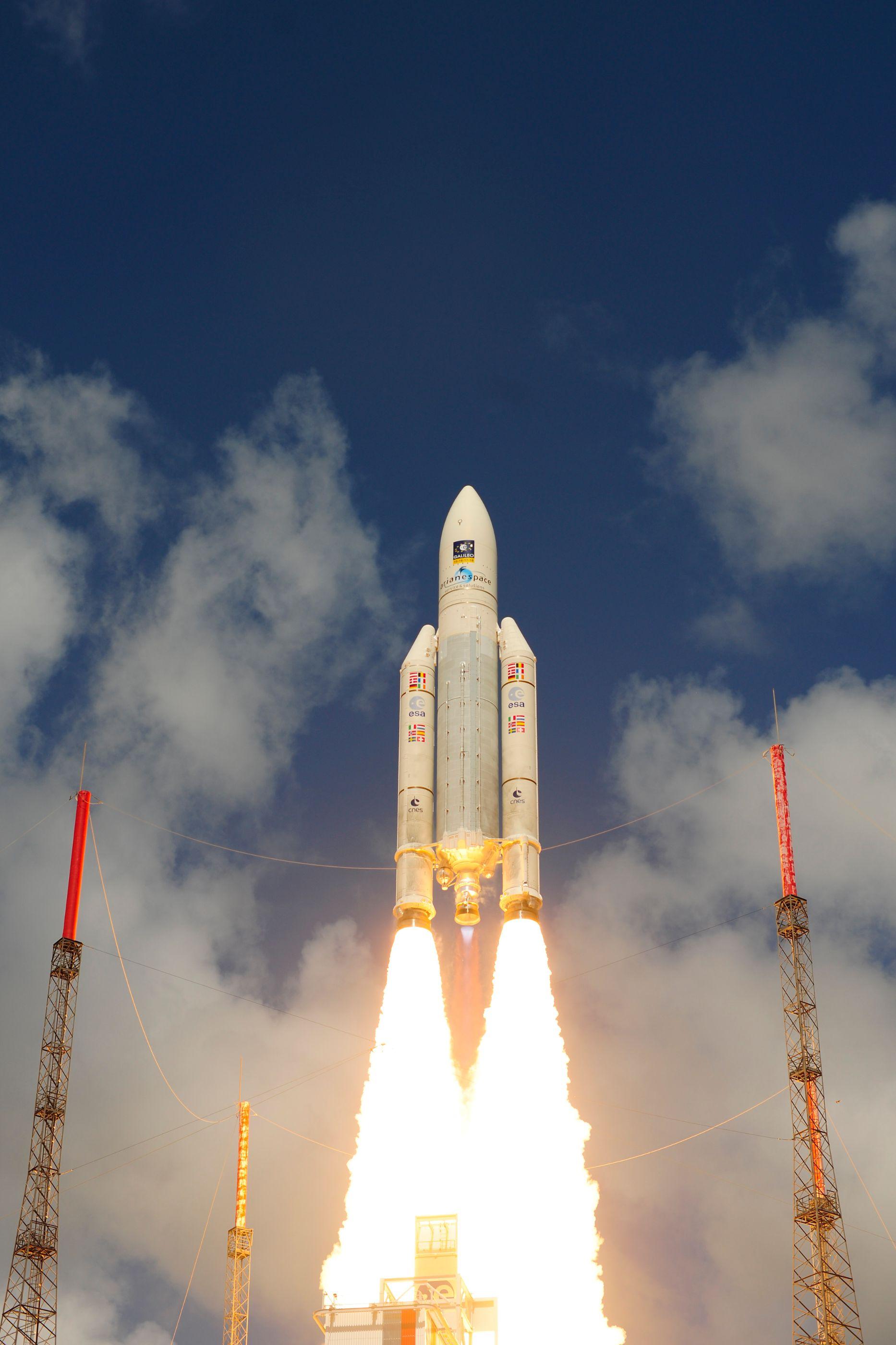 ariane_5_liftoff_on_flight_va233-13