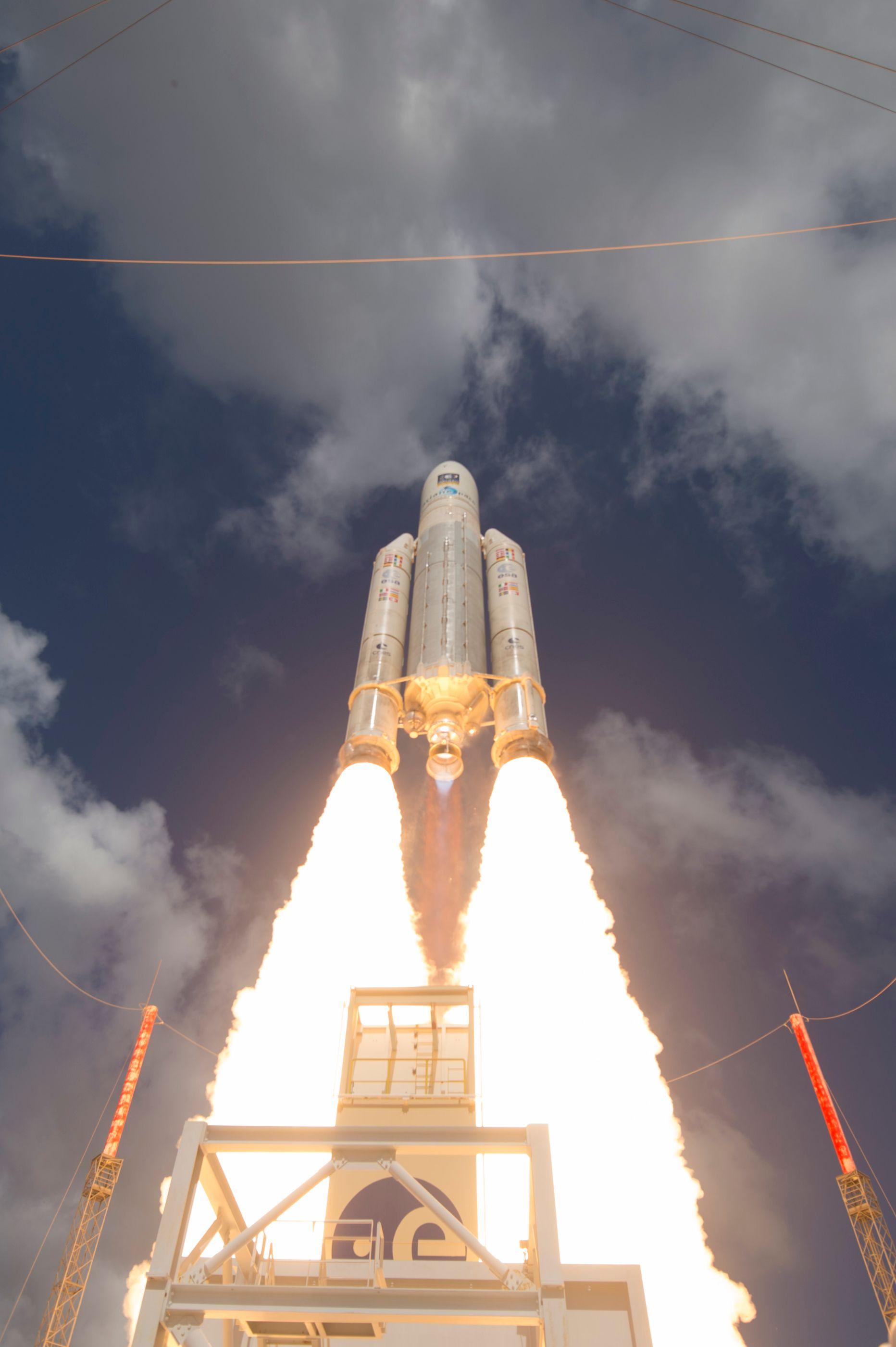ariane_5_liftoff_on_flight_va233-33