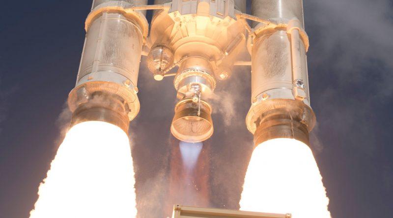 Breathtaking Photos of Ariane 5 Liftoff with four Galileo Satellites