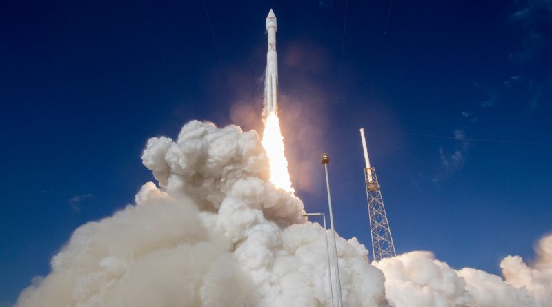 Photos: Atlas V blasts off with high-speed Internet Satellite
