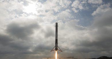 Photos: Falcon Booster Landing at Cape Canaveral