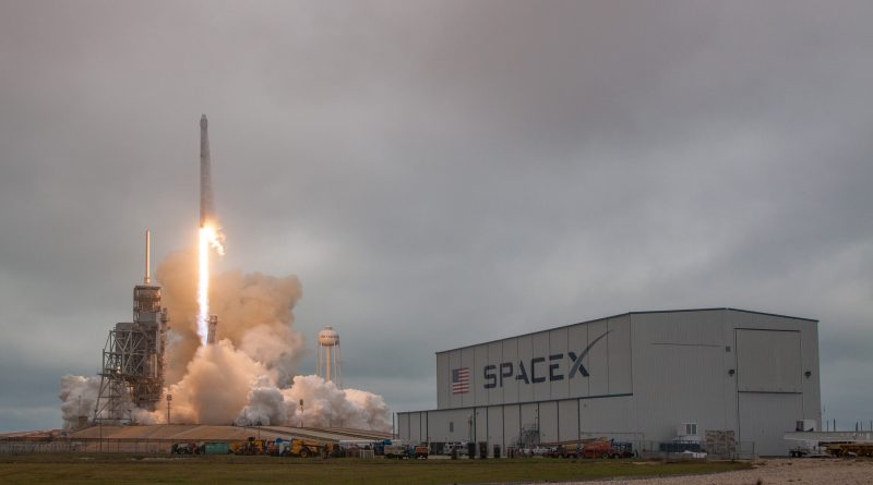 Photos: Falcon 9 blasts off from Historic Cape Canaveral Launch Pad