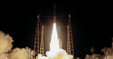 Impressive Photos of Vega's Nighttime Blastoff from South America