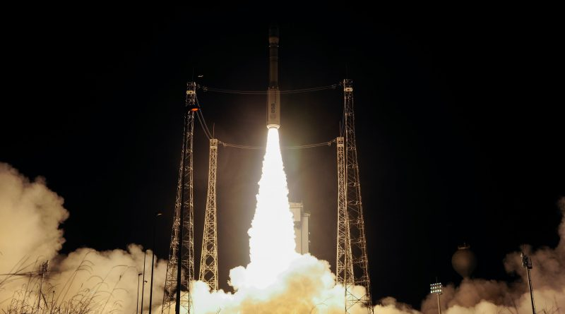Impressive Photos of Vega's Nighttime Blastoff from South America