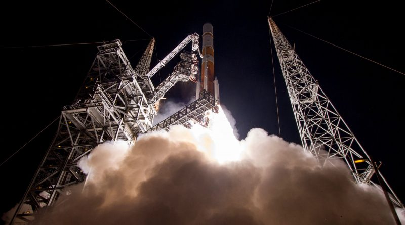 Photos: Nighttime Delta IV Liftoff with ninth WGS Communications Satellite