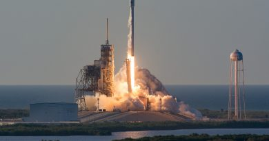 Photos: Expendable Falcon 9 blasts off with Inmarsat Communications Satellite