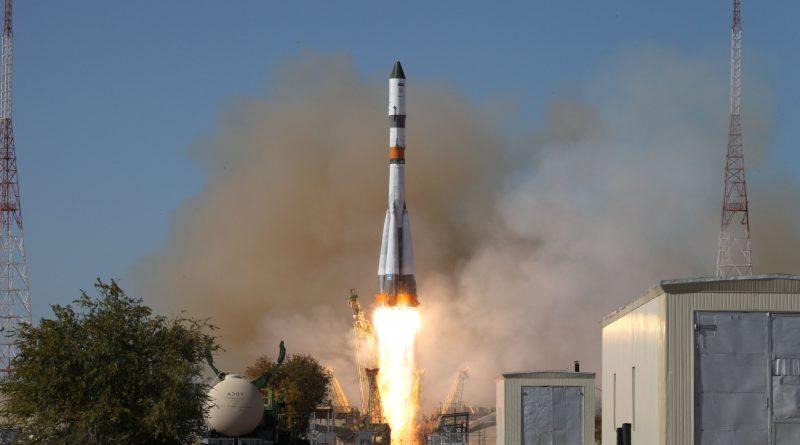 Photos: Soyuz Rocket Blazes into Clear Skies to Dispatch Progress Cargo Vehicle Toward ISS