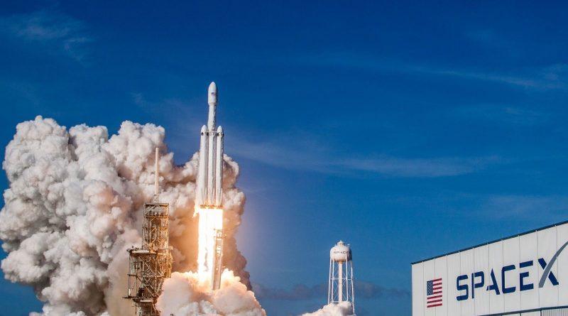 "Successful Falcon Heavy Test Flight: ""Starman"" Reaches Orbit, 2/3 Rocket Cores Recovered"
