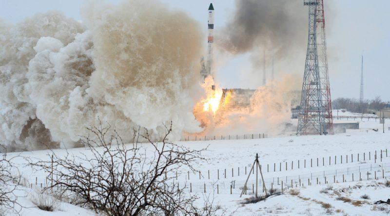 Photos: Soyuz Rockets Skyward in the Dead of Winter with Progress Cargo Spacecraft
