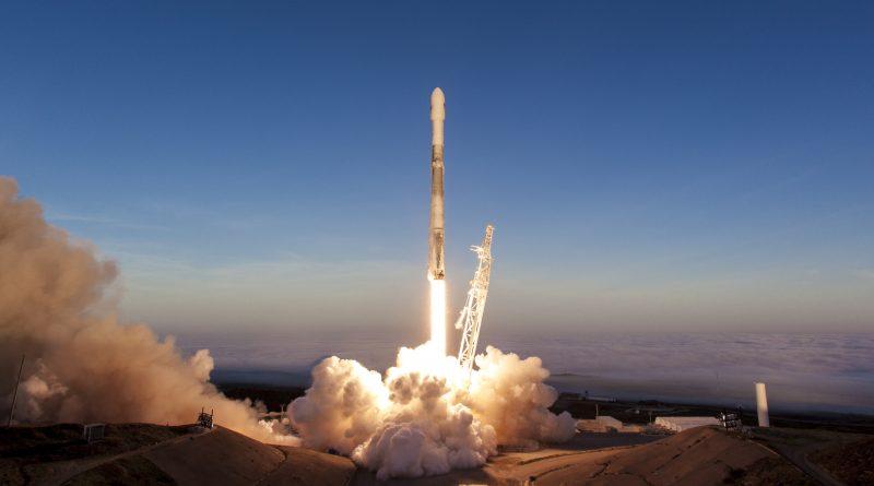 Photos: Falcon 9 Climbs into Morning Skies over California's Pacific Coast