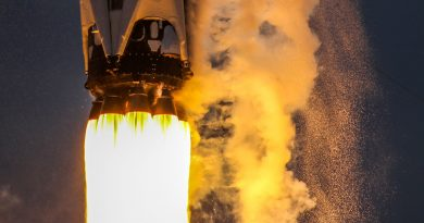 Photos: Recycled Falcon 9 – Dragon Combination Blasts Off from Florida