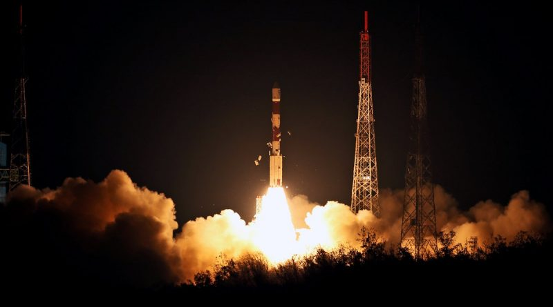 Photos: India's PSLV Fires into the Night with Replacement Navigation Satellite